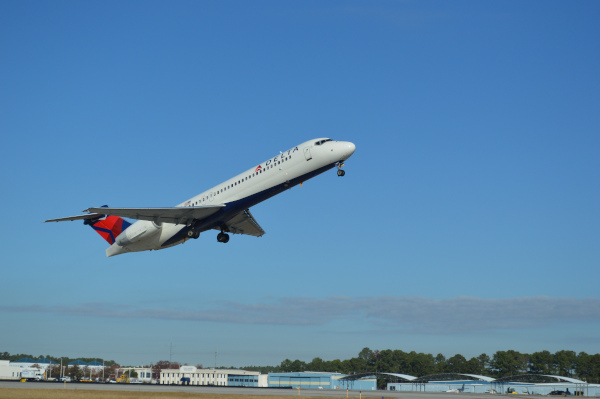 Columbia Metropolitan Airport, Commercial jet taking off.