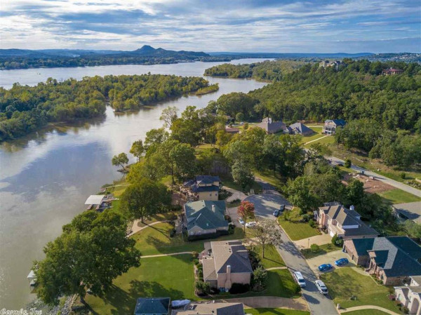 Maumelle, Arkansas aerial view of homes along a body of water.