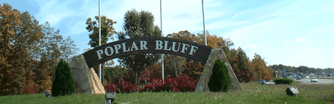 Poplar Bluff, Missouri gateway to the ozarks sign.