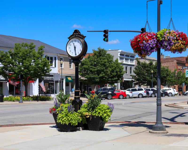 Perrysburg, Ohio bicentennial clock street view
